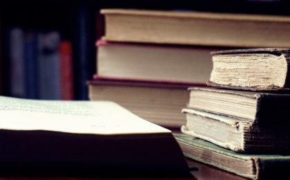 Dans cet article, je livre ma liste préféré des livres qui m'ont bercé durant mon apprentissage et dont je me sers encore.