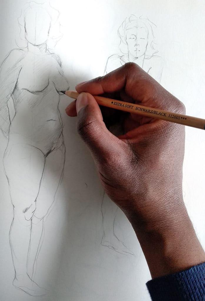 smael mayabo. artcademy atelier, comment bien dessiner, comment tenir le crayon, dessin croquis de modèle vivant,dessin de nu sur un carnet de croquis avec feuille blanche, corps humain, crayon beige faber castell extra soft. main homme Comment bien tenir le crayon en dessin https://www.youtube.com/channel/UCcQrrG5Dh6UT_-nGBdlv8Vw?view_as=subscriber